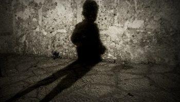 Soñar con Sombras: Negras, Que te Persiguen…