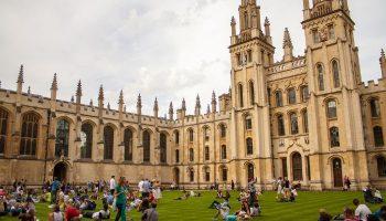 ¿Qué Significa Soñar con Universidad?