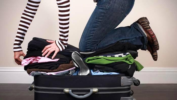 soñar con hacer maletas